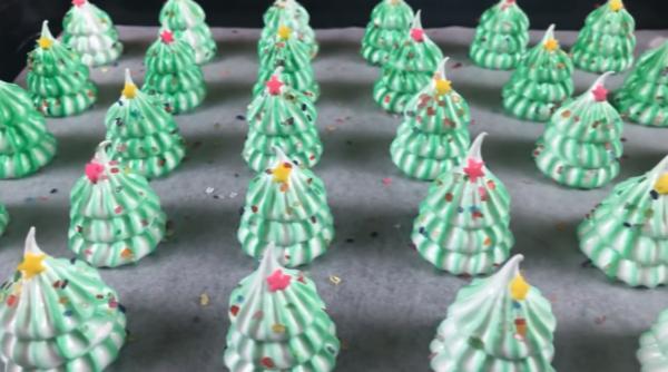 【メレンゲクッキー】クリスマスにおすすめ♪かわいいツリーの作り方 冷まします